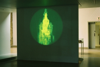 Suicidal Meditations(Woolworth building)2004, Video Projection, Schloss-Wolfsburg (Foto:C.Mucha)